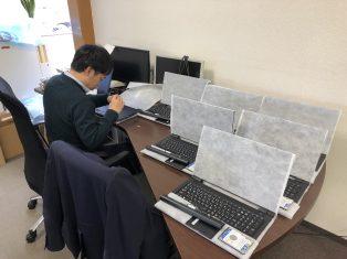 2020年も事務所にはパソコンがいっぱいです。